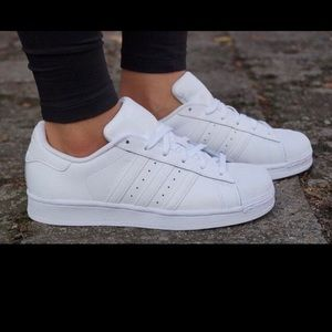 Adidas superstar sneakers sz 7.5